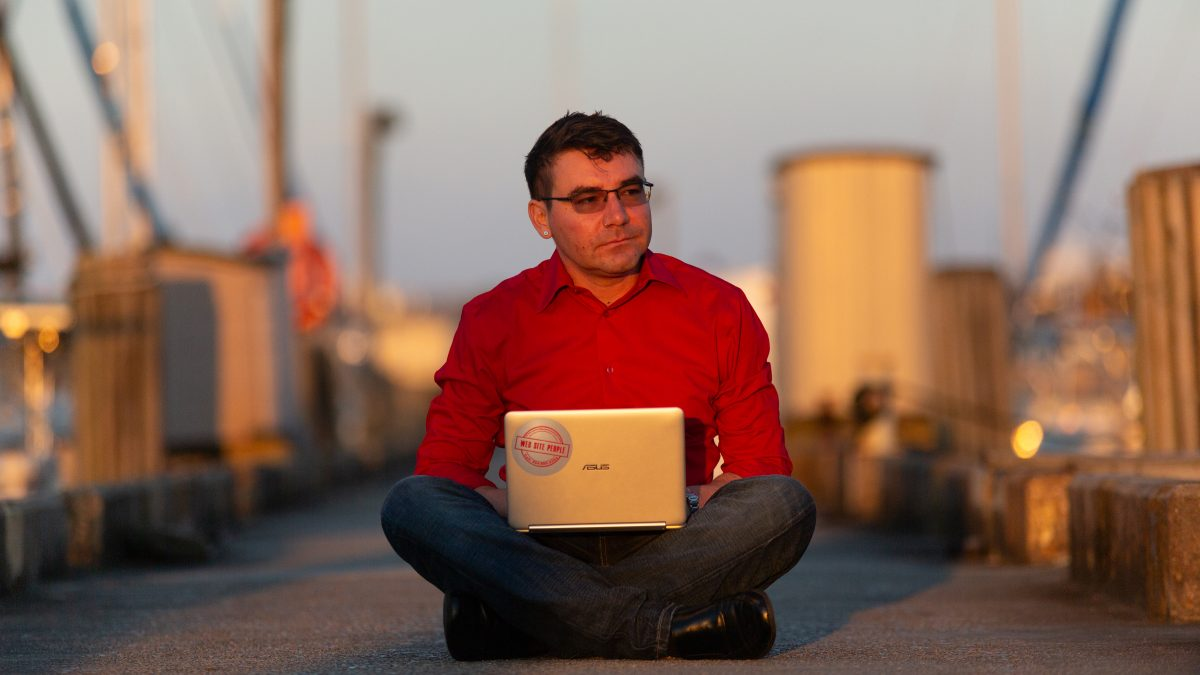 point2point Central CEO Michael Fredrick on the lakefront dock with a laptop